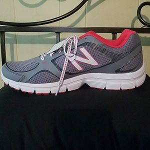 Women's New Balance athletic shoes 11 wide